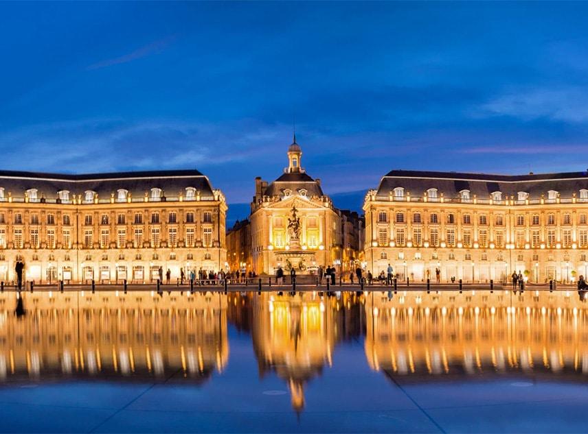 Une vue place de l'opéra de Bordeaux - Destinations | Rennes & Bordeaux : Des villes attractives - Whoo